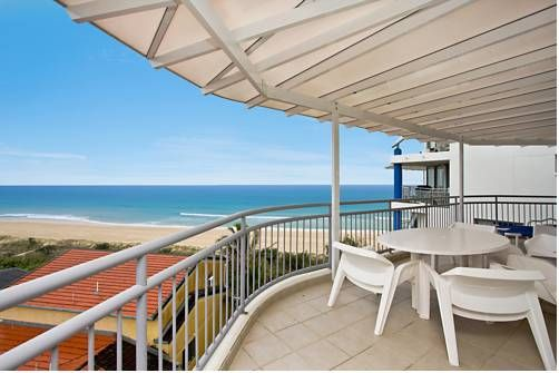 Oceanside Resort - Absolute Beachfront Apartments Gold Coast Oceanside Resort offers self-contained apartments located directly on the beachfront and a heated outdoor swimming pool. Each apartment has a large private balcony with stunning Pacific Ocean views.