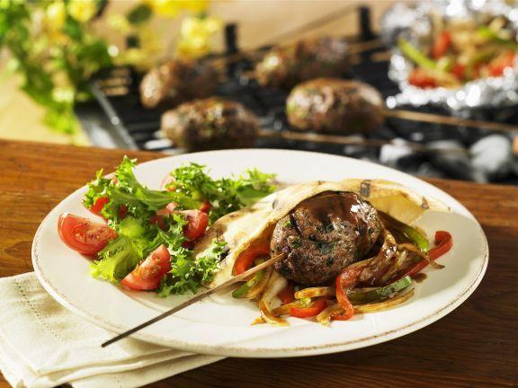 Fleischbällchen und Paprikagemüse in Pita-Tasche ist ein Rezept mit frischen Zutaten aus der Kategorie Fleisch. Probieren Sie dieses und weitere Rezepte von EAT SMARTER!
