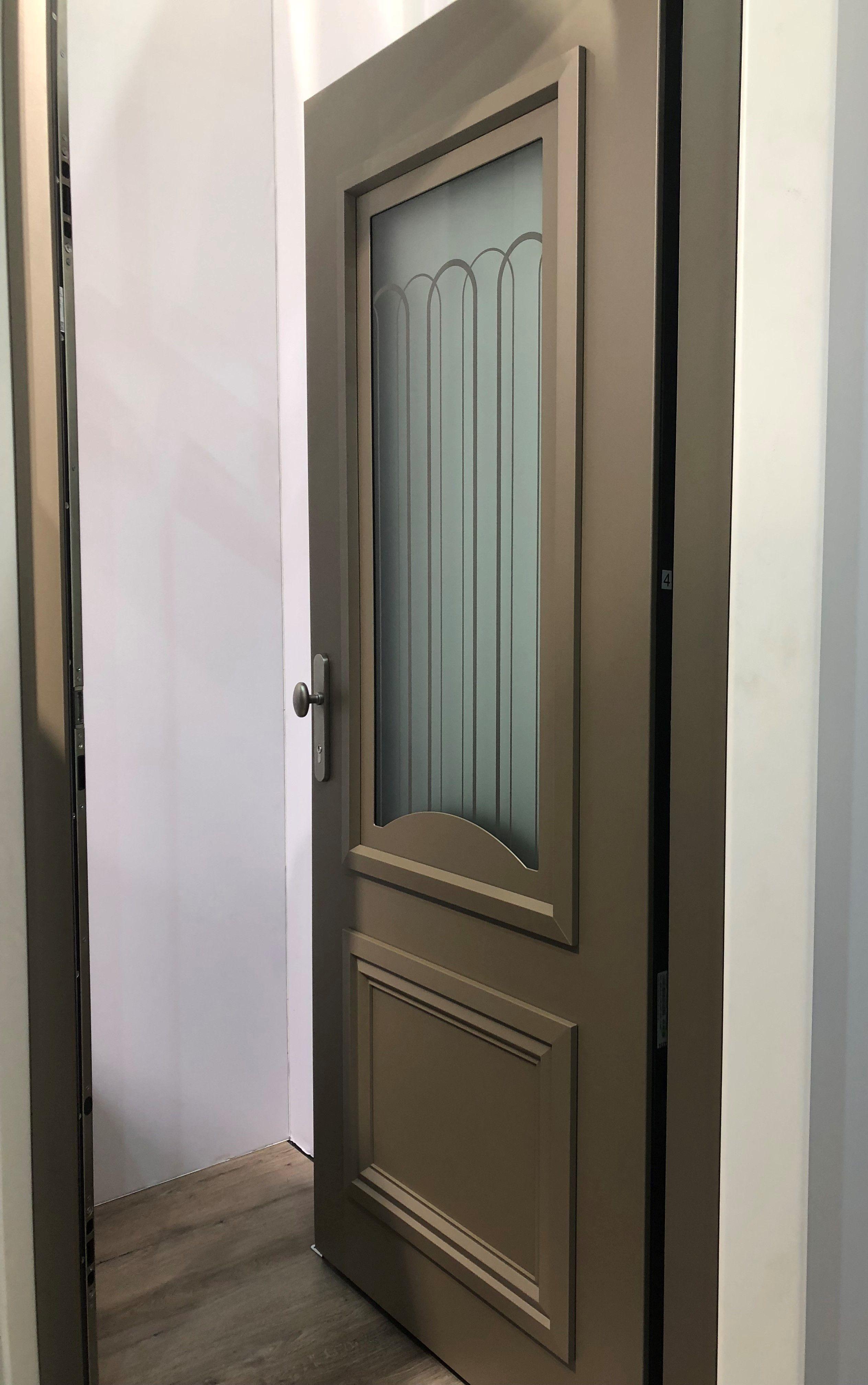 Zilten Porte D Entree En Aluminium Du Fabricant Zilten Coloris Exterieur 25 Teintes Au Choix Coloris Inter Portes Porte D Entree Menuiserie Aluminium