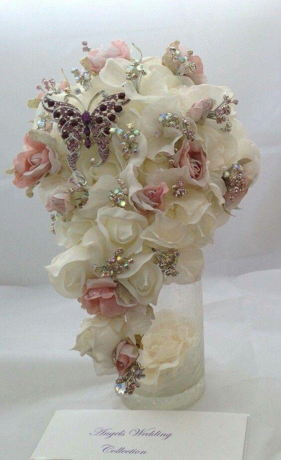 Soft coloured trailing bouquet