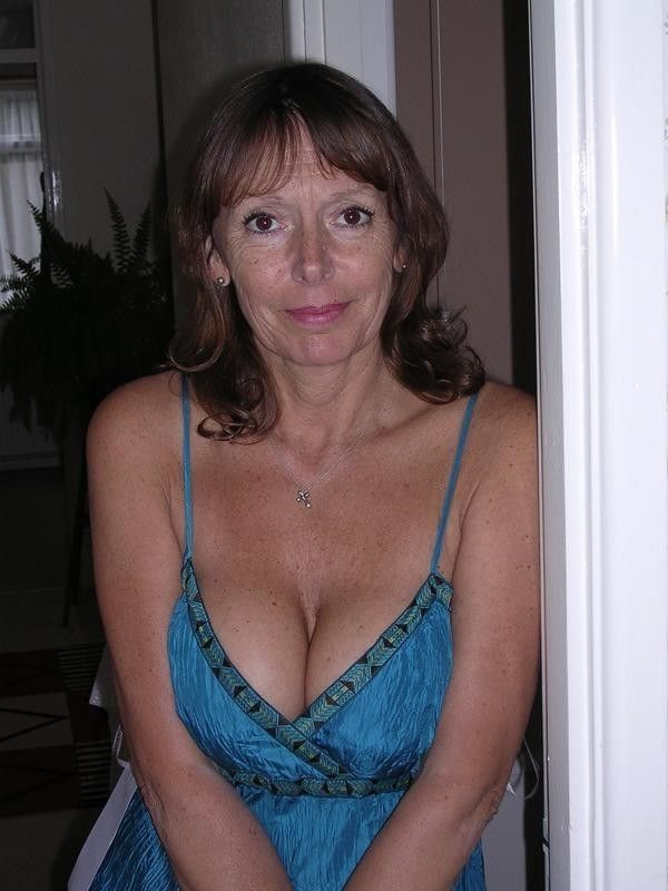 Euro milf is a natural swinger