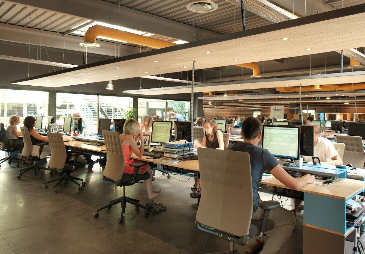 Kantor Dengan Konsep Terbuka Atau Open Space Bagi Sebagaian Orang Jadi Susah Berkonsentrasi Ketika Bekerja Ruangan Kantor Desain Interior Kantor Ruang Kerja