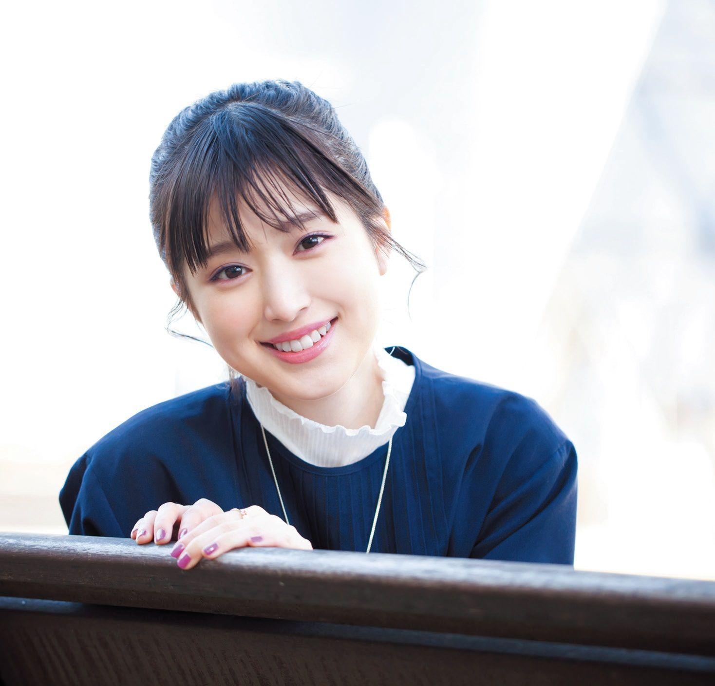 今 注目の女の子を紹介する Anan で連載中の イットガール 今回は女優の福本莉子さんです 福原 莉子 女優