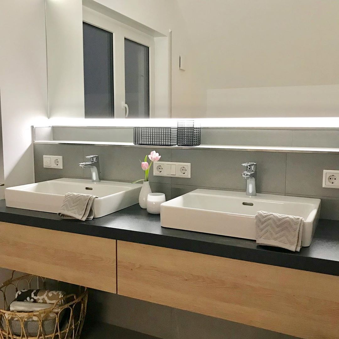 Badezimmer Bad Bathroom Spiegel Waschbecken