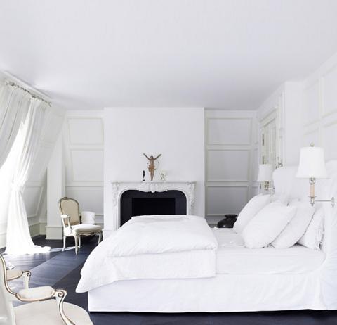 Photo of Day-Birger-et-Mikkelsen-camera da letto-bianco-su-bianco-camino-Lonny-dic-2012 | allodola e lino