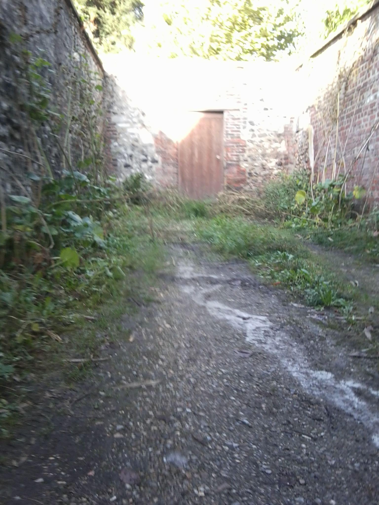 Cette Photo A Ete Prise En Pleine Ville En Prenant Un Chemin De Traverse Chemin De Traverse Photos Chemins