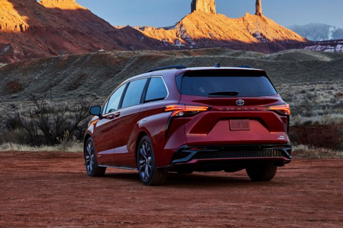2021 Toyota Sienna Looks Wild And Comes Only As A Hybrid In 2020 Toyota Toyota Sienna Mini Van