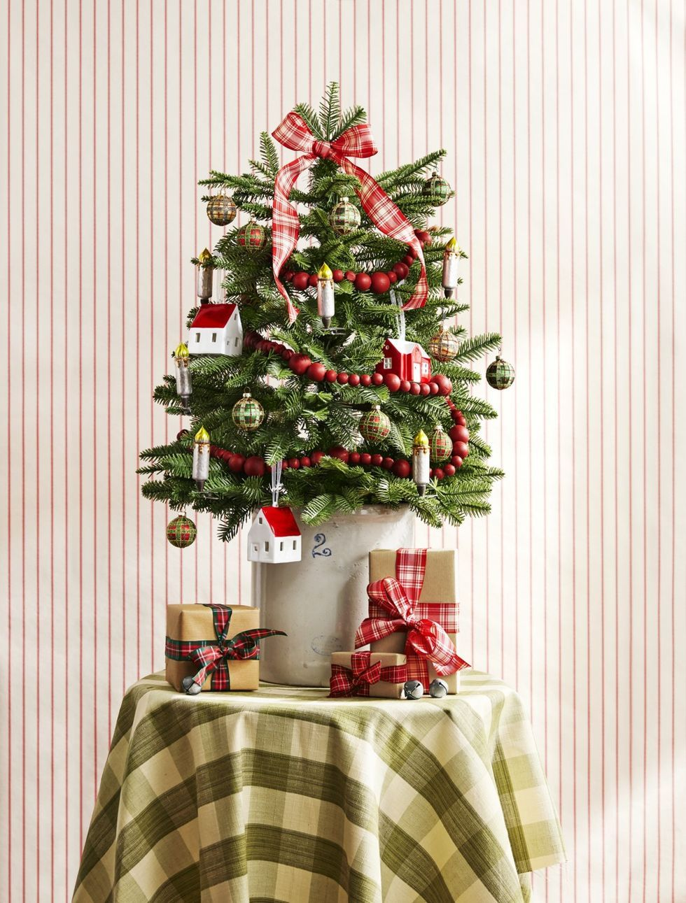 Upgrade Your Christmas Tree Game With These Decorating Ideas Christmas Tree Decorations Small Christmas Trees Small Christmas Trees Decorated