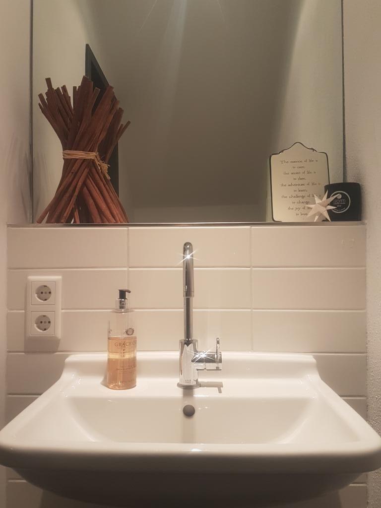 Schlichtes, kleines Gästebadezimmer in Berliner Wohnung #Badezimmer ...