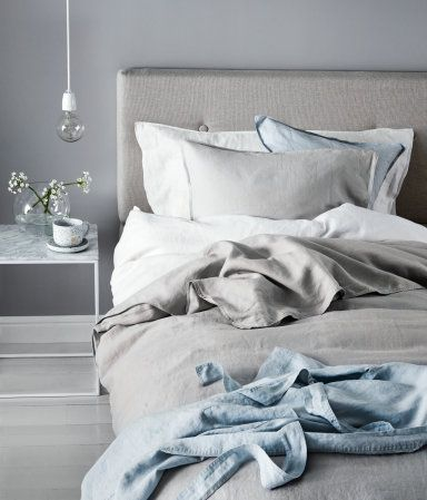 White. PREMIUM QUALITY. Duvet cover set in washed linen with double-stitched seams at edges. Fastens at foot end with concealed metal snap fasteners. One