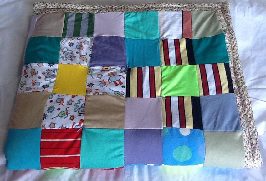 Presente da bisa Frida... Manta de patchwork feita por ela com muito carinho pro bisneto Luan...