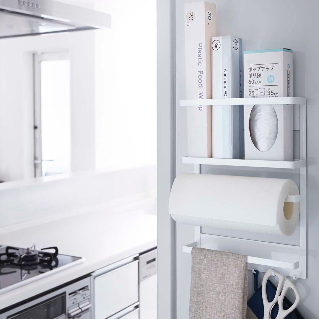 キッチンツールを一括収納 マグネット冷蔵庫サイドラック タワー のご紹介です キッチンペーパーやラップ 布巾 ミトンやキッチンバサミなどよく使う キッチン小物を 冷蔵庫横のデッドスペースにまとめることができます マグネットが付く場所であ Toilet Paper