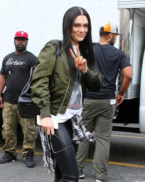 Jessie J leaving the set of her new music video