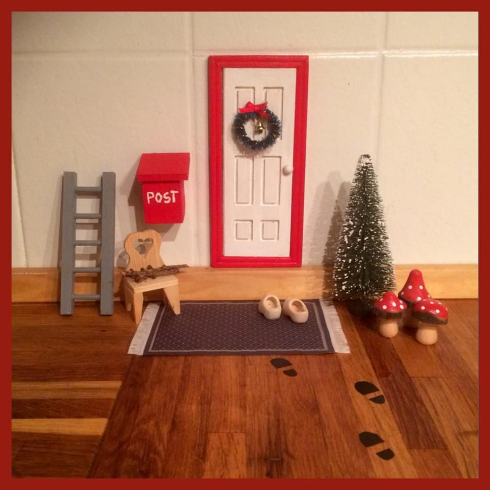 fairy door at christmas time ____nissedør | fairy doors | pinterest