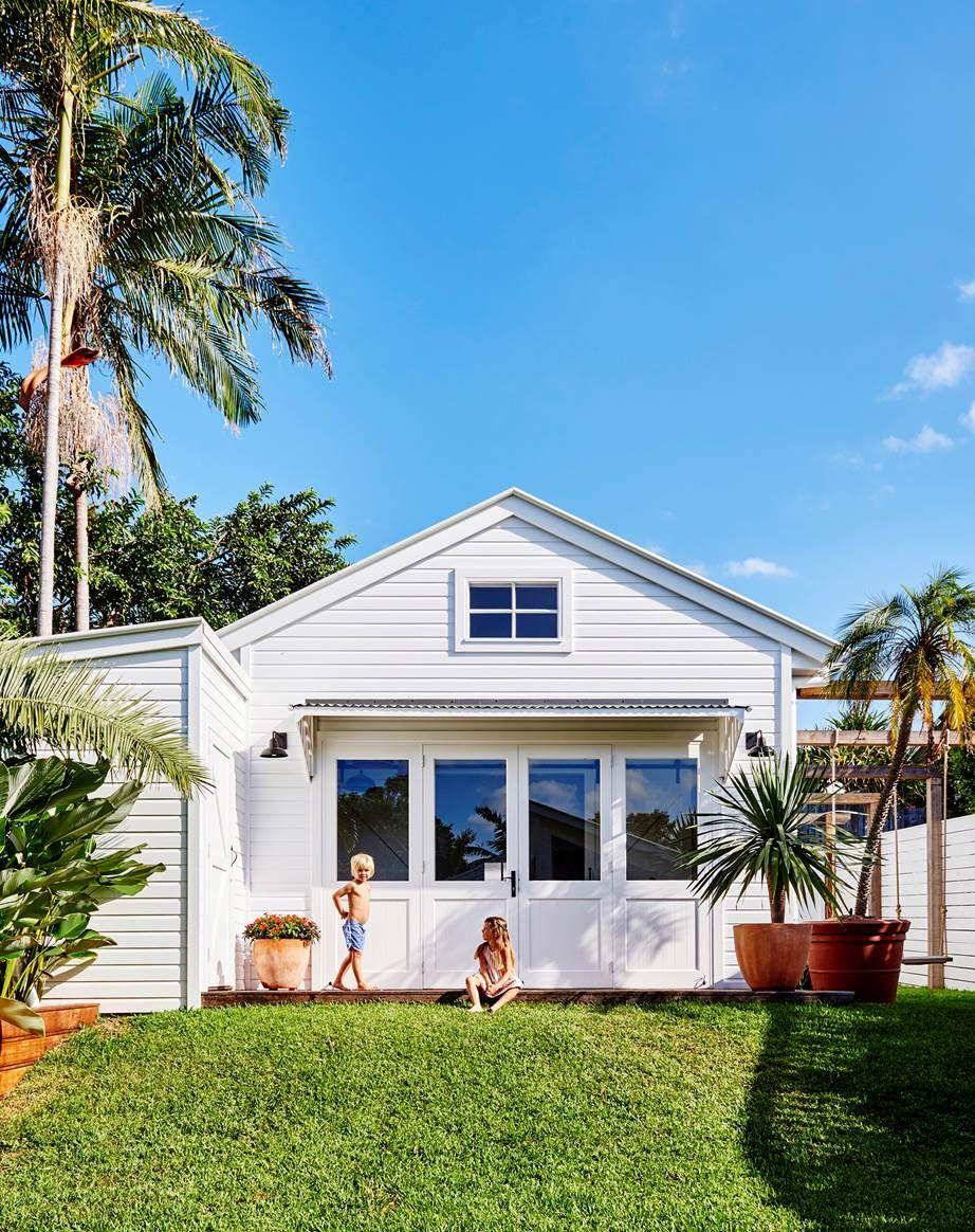 A colourful coastal cottage in Byron Bay