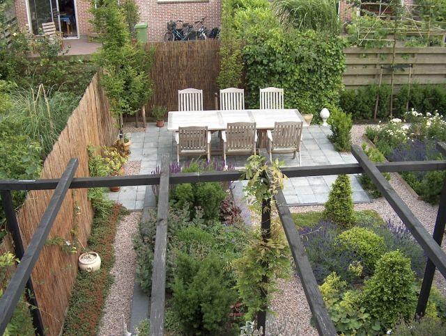 Kleingarten Gestalten Terrasse Sichtschutz Bambusmatten Gehweg