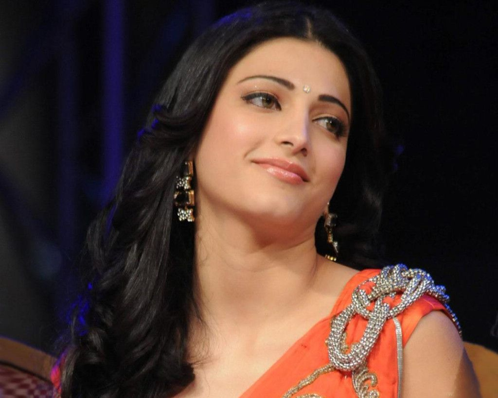 Bollywood Hot & Cute Actress Shruti Hassan Wallpapers & Pics By ...