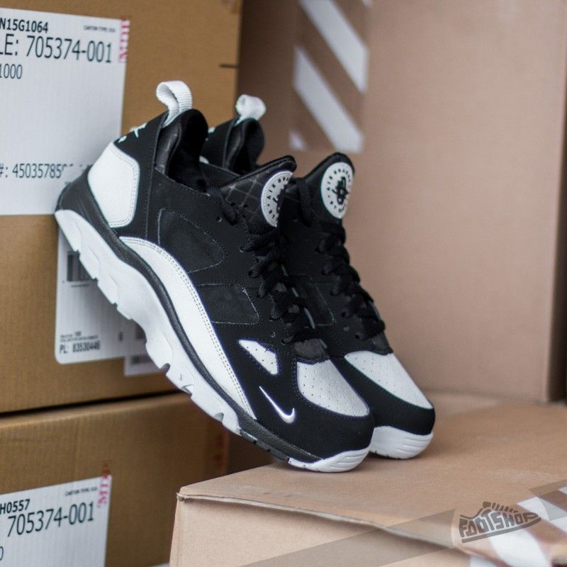 nike air trainer huarache low black and white 11s