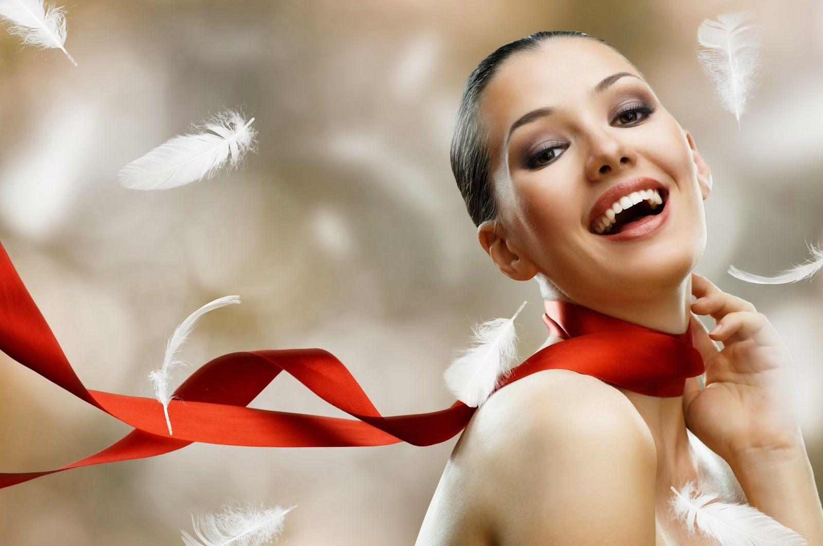 OFERTAS ESPECIALES DE NAVIDAD    Secado + Tratamiento Monplatin a solo:  Q250.00   Al adquirir los servicios de manicure, pedicure y secado, obtén maquillaje en ojos a  Q125.00        Al realizarse 3 depilaciones obtén 1 cambio de  esmalte en manos TOTALMENTE  GRATIS.       En la compra de 2 productos de cuidado  facial o corporal de la marca EMINENCE,  obtén una limpieza facial TOTALMENTE  GRATIS.       .  Ofertas válidas únicamente de lunes a miércoles.  .