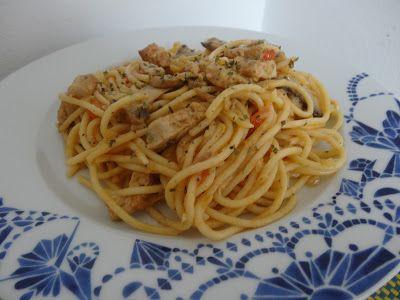 Czary w kuchni- prosto, smacznie, spektakularnie.: Schab z makaronem spaghetti i pieczarkami