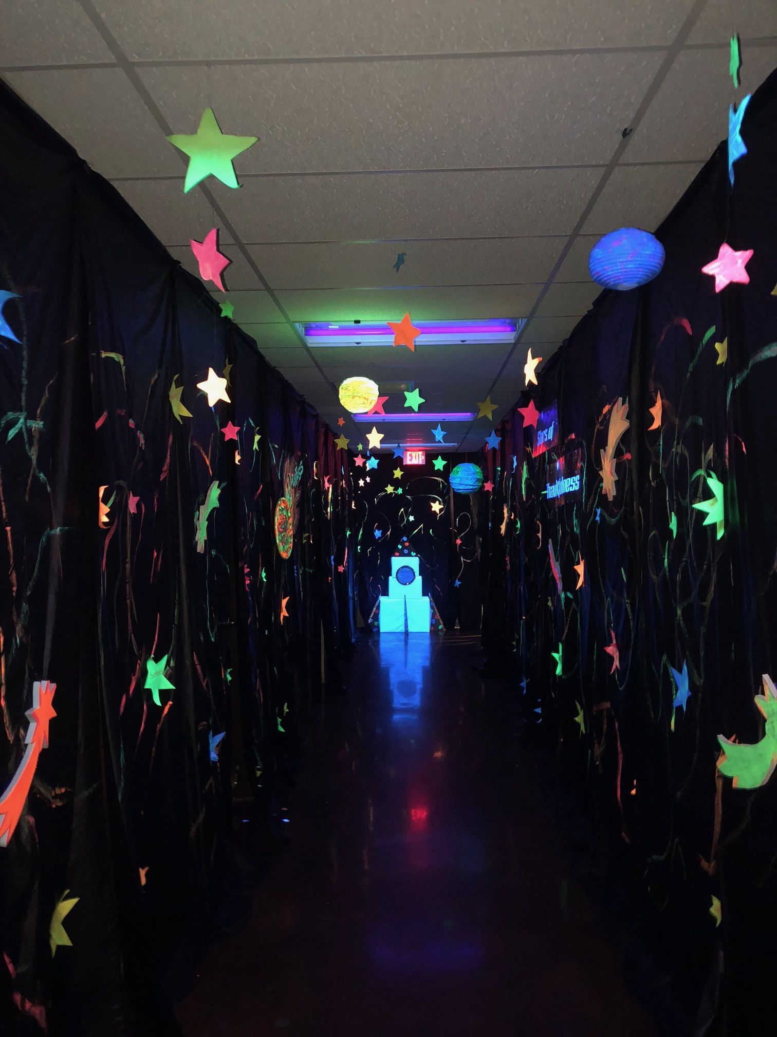 Hallway tip! Design one hallway with black lights! Paint paper stars, lanterns, and space shapes with glow-in-the-dark colors. (Note: You may wish to supervise this hallway in case any of your Voyagers are sensitive to the lights.) #outerspaceparty