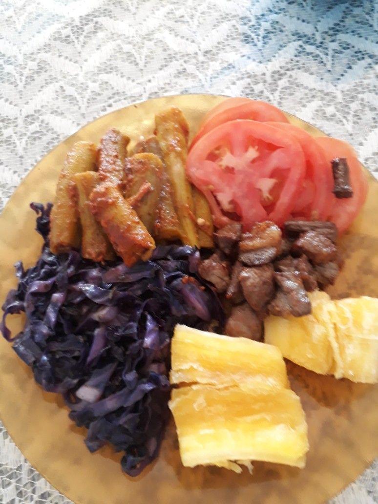 Mandioca Cozida Carne De Sol Tomate Quiabo E Repolho Refogado
