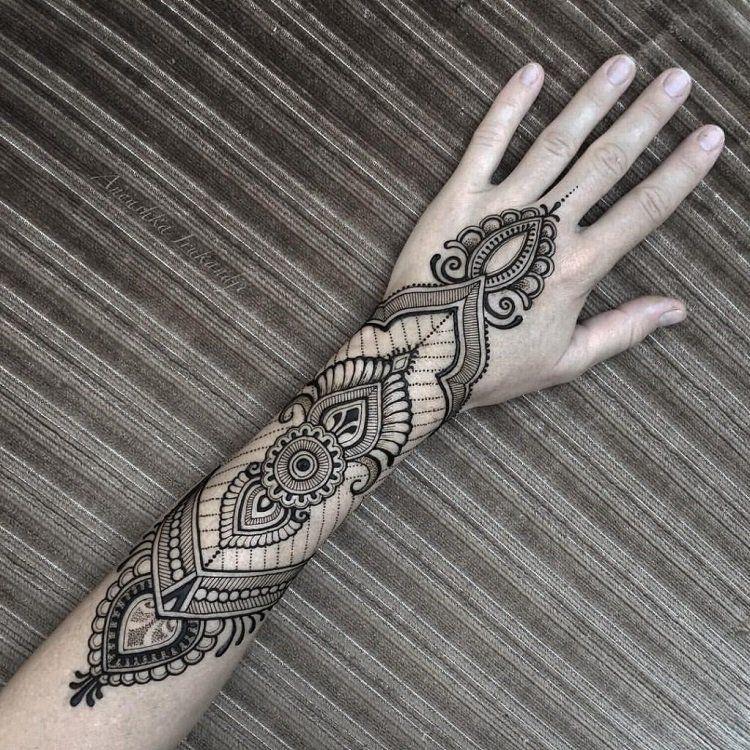 Sublimez votre peau avec un tatouage henné symbole