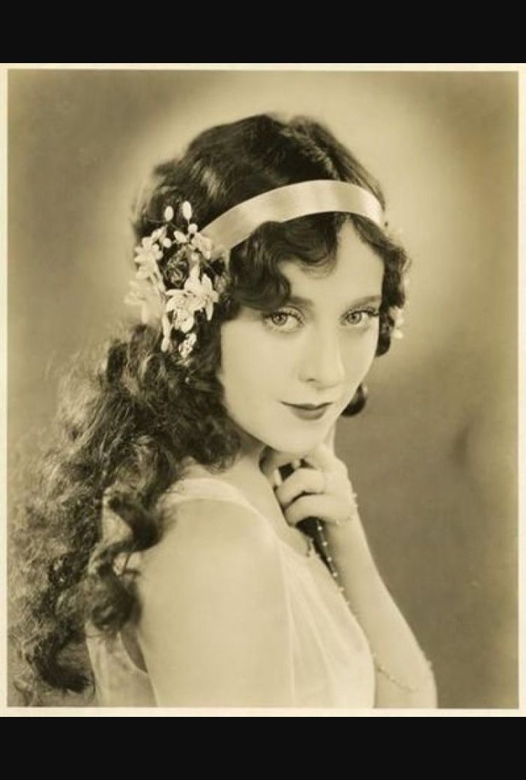 Pin By Paulomi Dn On Roaring 20s 1920s Long Hair Long Hair Styles Younger Hair