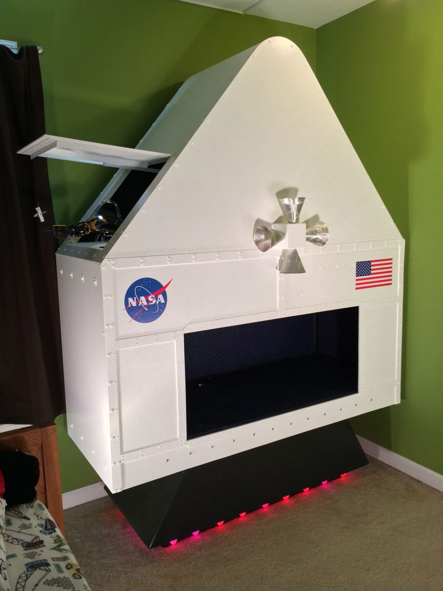 Space Engine Room: Making Fun Kid's Room Spacecraft. I'll Love This For Ichi