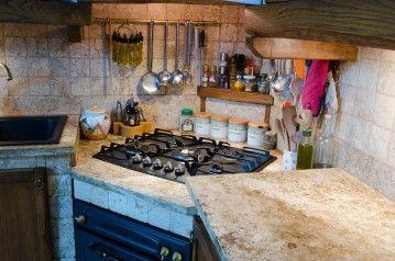 FOTO 5: Piano cottura e bancone per cucina in travertino nuvolato ...