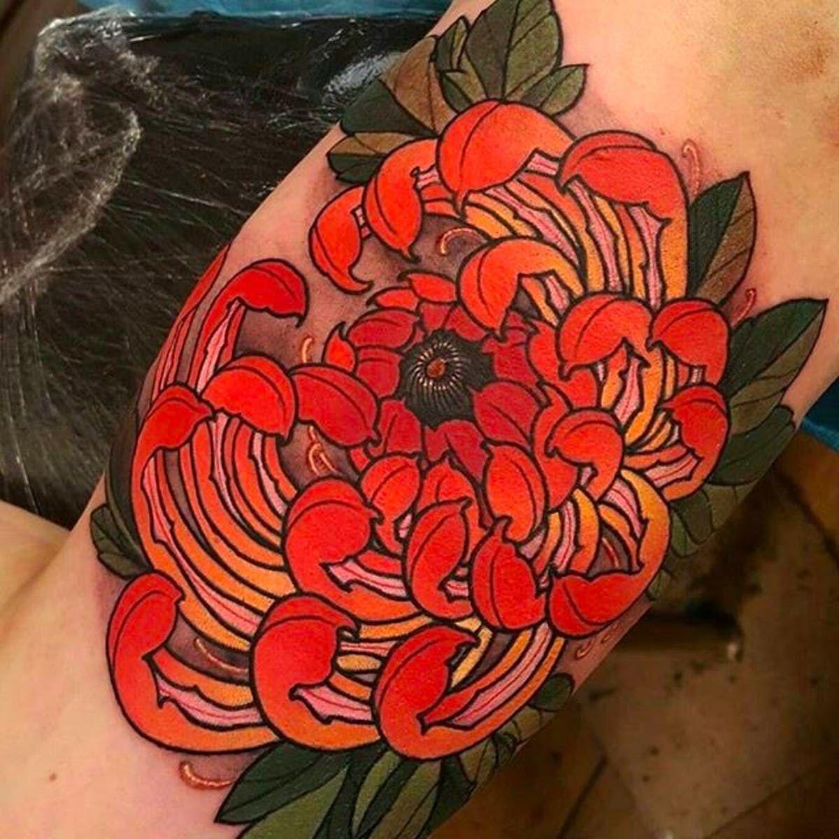 Clean And Elegant Looking Chrysanthemum Tattoo Elliottwells Chrysanthemum Flower Oriental Chrysanthemum Tattoo Japanese Flower Tattoo Tattoos