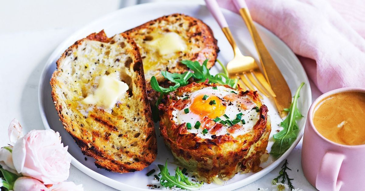 Hash brown egg cups Recipe Hash brown egg cups, Food