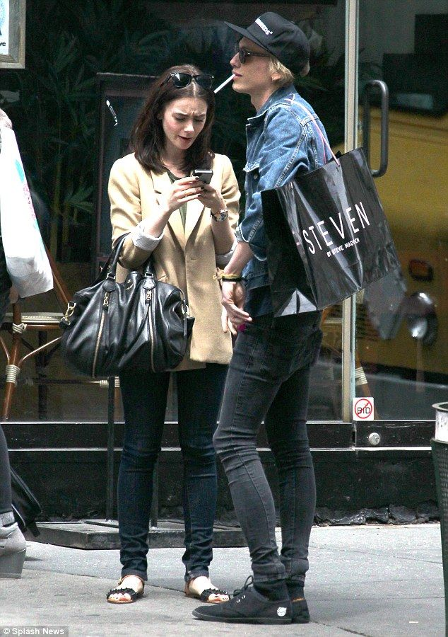 Jamie Campbell Bower carrying Lily Collins  shopping bag Clary And Jace d7445f36aad