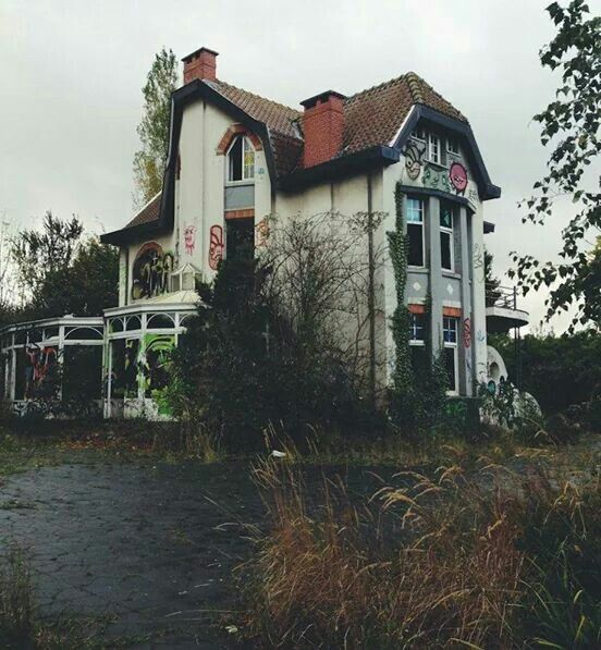 Abandoned Town, Abandoned Mansions