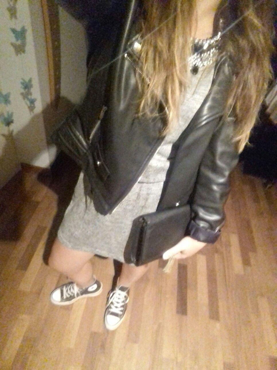 Black jacket, black converse all star, black pocket te and finally grey dress.. stay rock✌