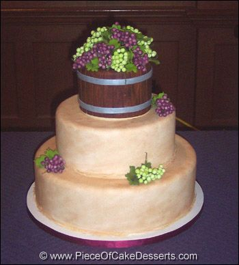 Vineyard themed wedding cake--betcha we could make this orchard-themed :)