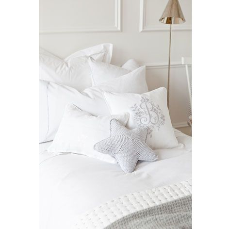 Coj n crochet star cojines cama zara home espa a - Cojines para sentarse ...