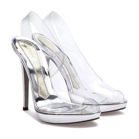 Los zapatos transparentes de la Reina Letizia en la Comunión de la ... c17bd470ff58