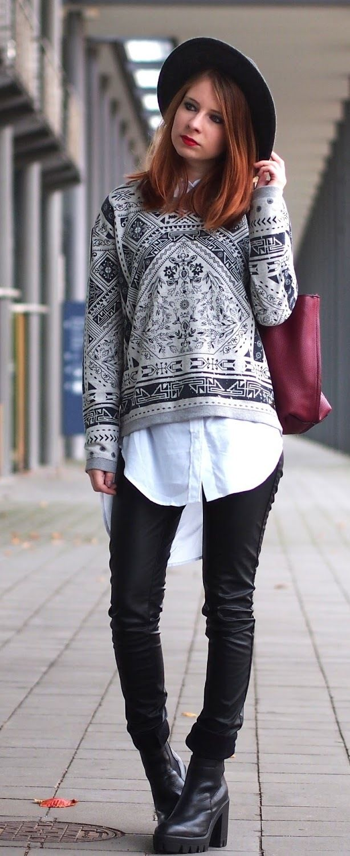 d11c2b39c4c3 Lange Weiße Bluse, Weiße Bluse Kombinieren, Hosen, Leder, Schichtoutfits,  Plattform