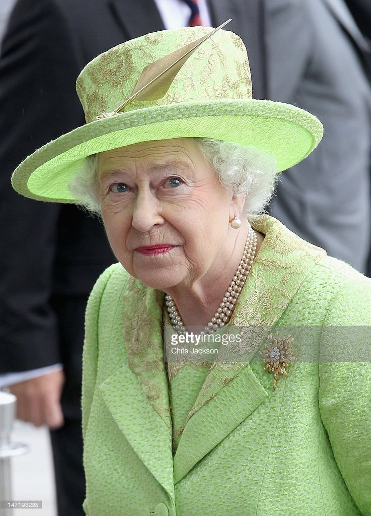 Queen Elizabeth Ii Arrives At The Titanic Building On Day 2 Of Her Picture Id147193298 737 1024 Queen Elizabeth Her Majesty The Queen Queen Hat