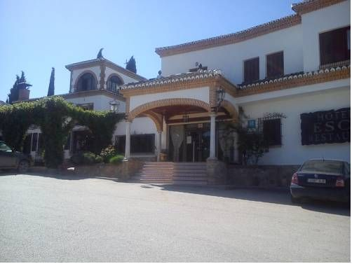 Escua Archidona Hotel Escua has a rural location in Archidona, Andalucía, only 1.5 km from the A-92 Motorway. It offers free Wi-Fi in all areas, 24-hour reception and free private parking.