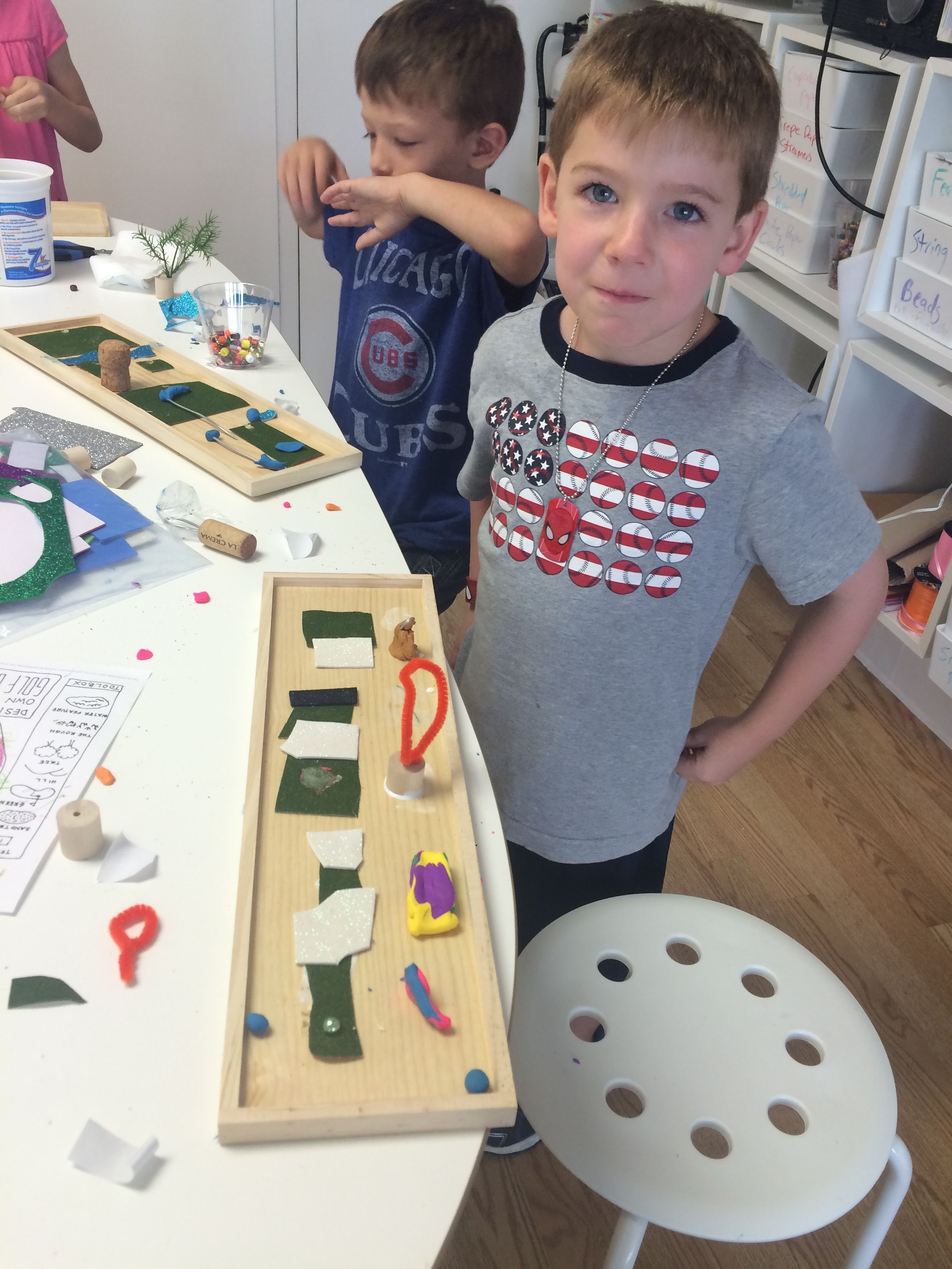 Making mini golf courses with a shadow box, green turf