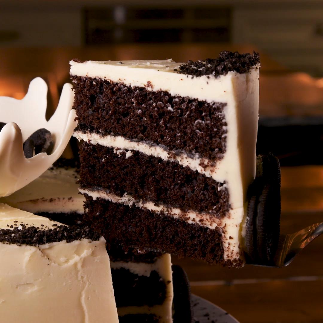 Milk & Oreos Cake Take your love of Oreos to new heights
