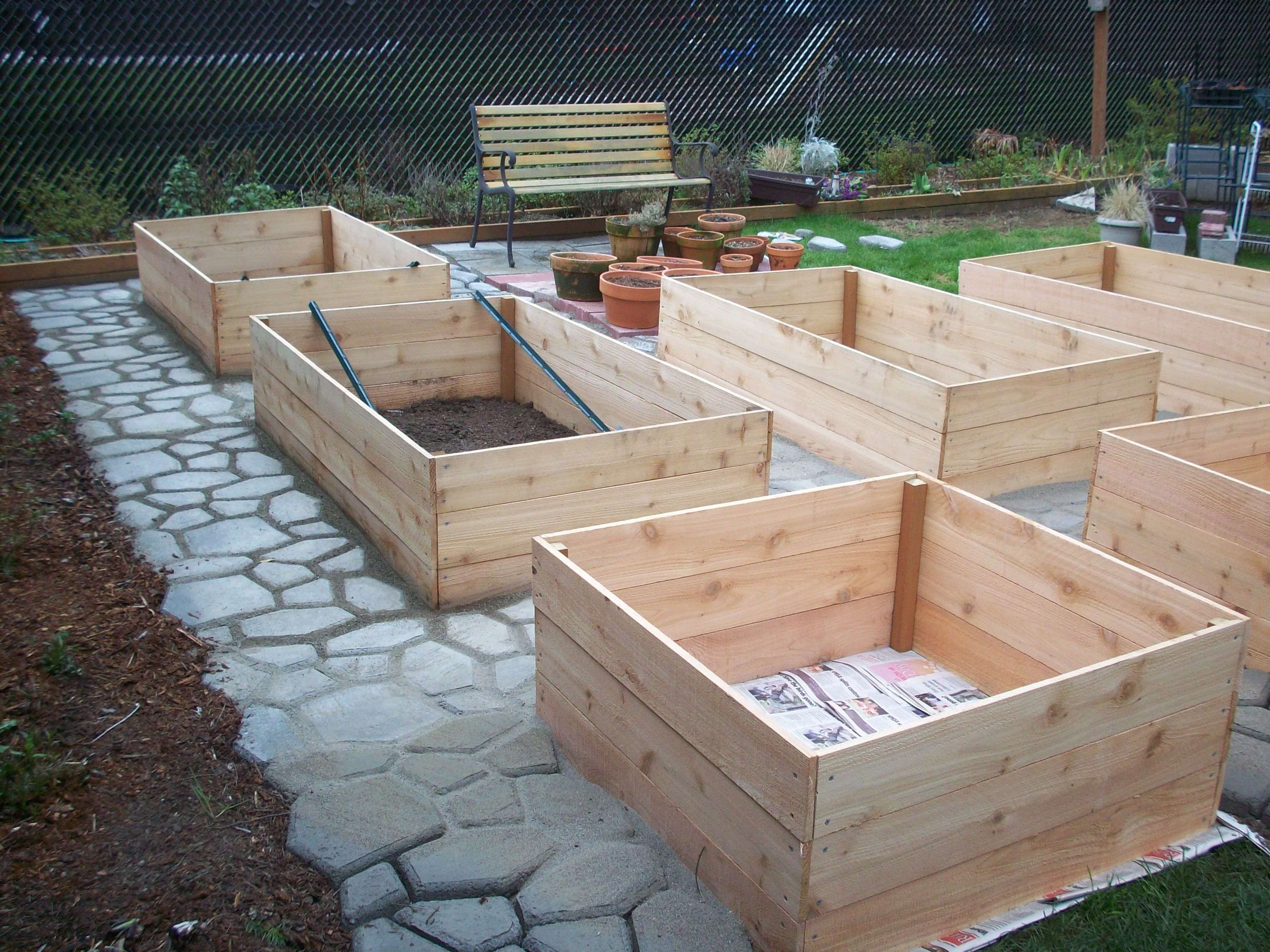 Walk In Garden Box: Planter Boxes With Cobble Stone Walk Way
