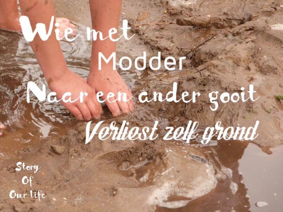 Wie met modder gooit naar een ander