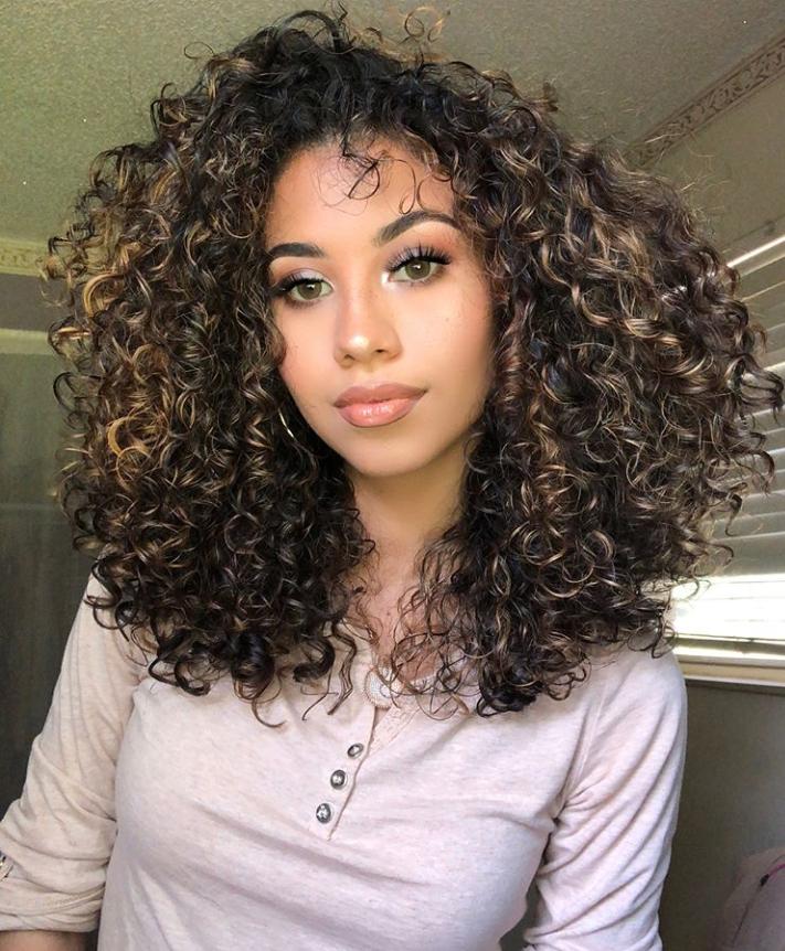 Pin By ƥᗛṁṩ On Natural Hair Highlights Curly Hair Brown Hair With Highlights Natural Curls Hairstyles