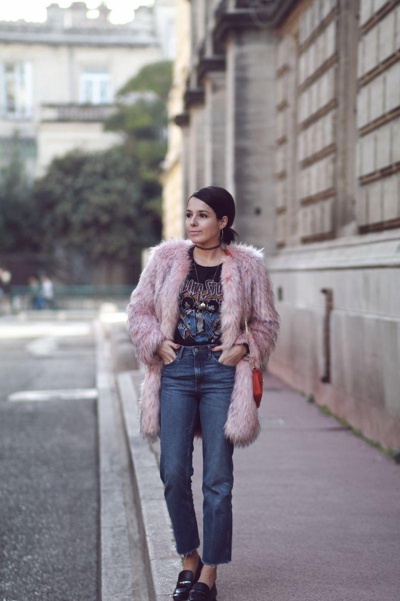 look hiver 2017 blog mode tendance le petit monde de julie manteau fourrure rose et t shirt. Black Bedroom Furniture Sets. Home Design Ideas
