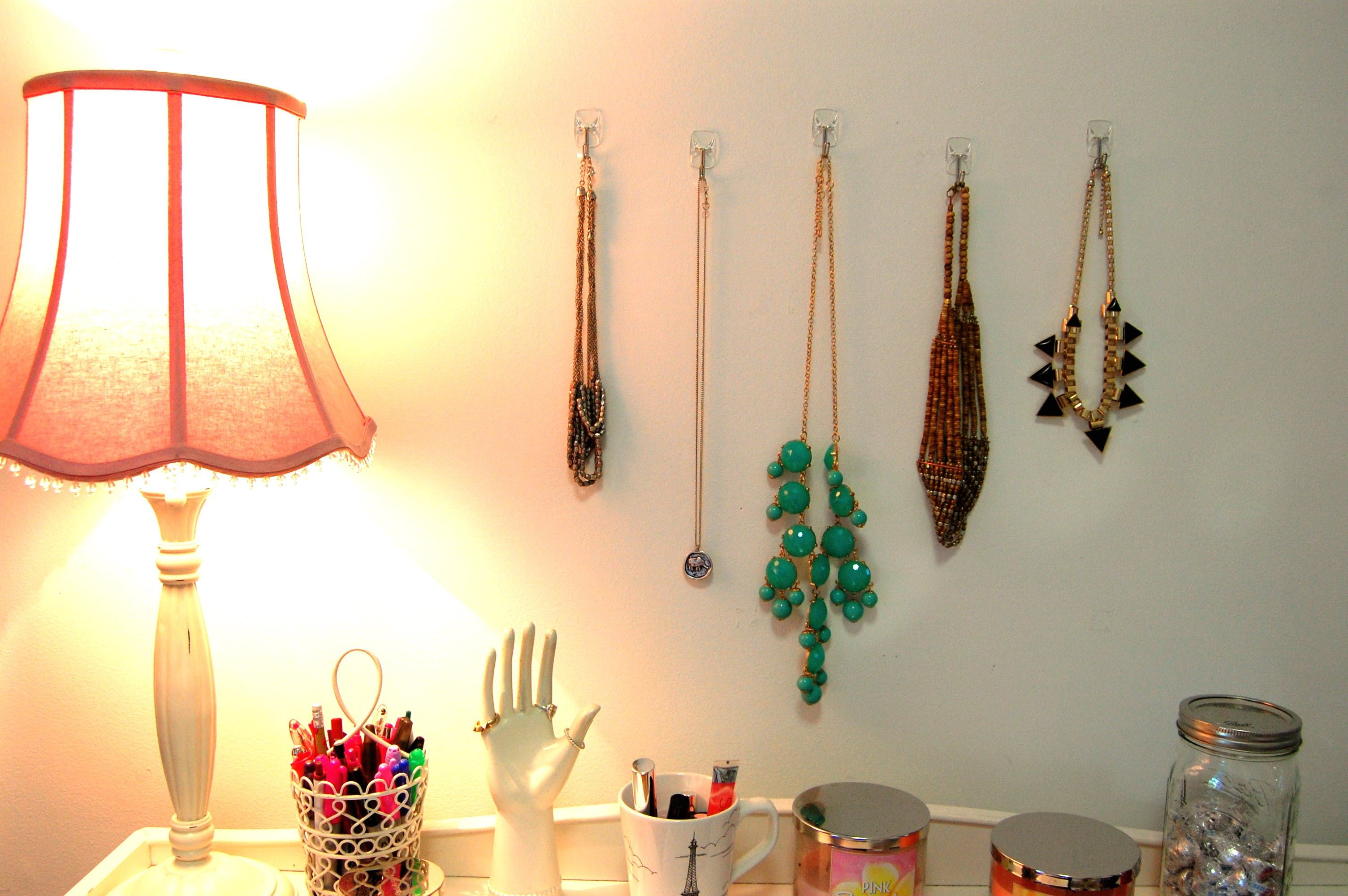 Renter-Approved: Smart Ideas for Using Adhesive Hooks & Strips ...