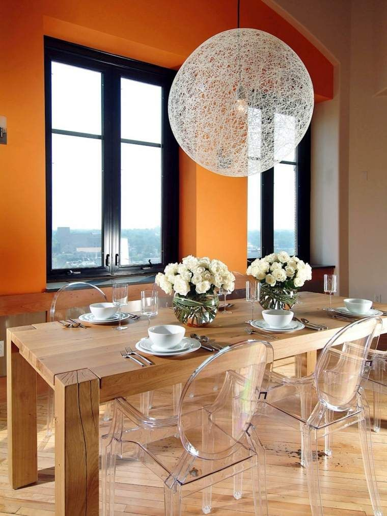 Chaises transparentes pour une salle manger contemporaine orange is the new black salle - Chaise transparente et bois ...