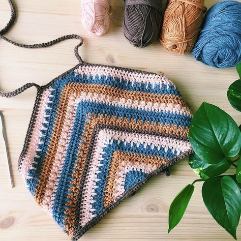Photo of This is a beautiful crochet summer top tutorial with easy step by step instructi…